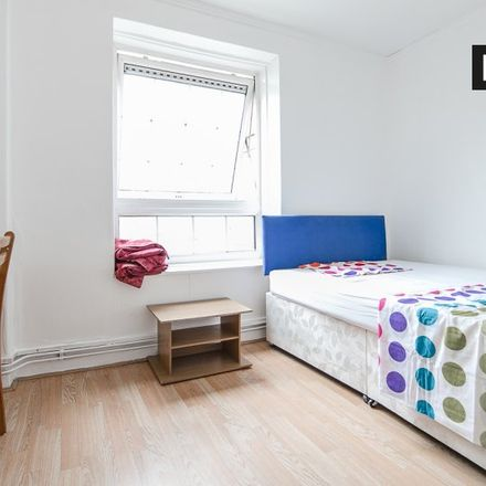 Rent this 4 bed apartment on CBRE in 22 Westferry Road, London E14 8LW