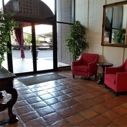 Rent this 2 bed condo on 4015 Bayshore Blvd in Tampa, FL