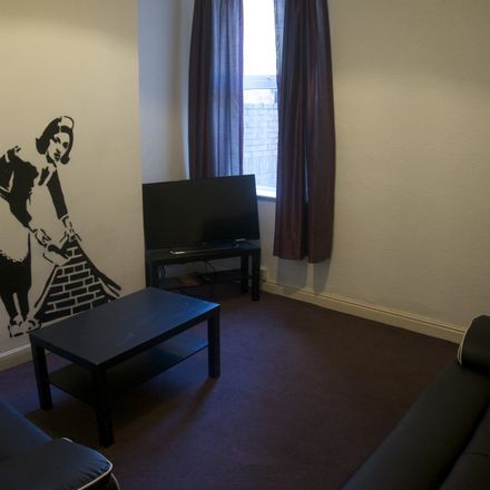 Rent this 5 bed room on Grafton Street in Hull HU5 2NR, United Kingdom