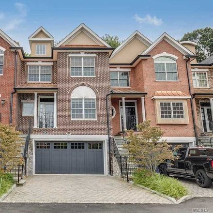 Rent this 3 bed townhouse on The Preserve in Woodbury, NY 11797