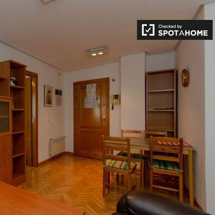 Rent this 1 bed apartment on Teatro Príncipe Gran Vía in Calle de las Tres Cruces, 8