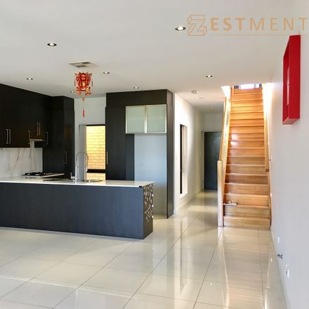 Rent this 4 bed townhouse on 37 Coventry Street