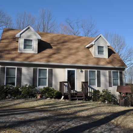 Rent this 3 bed house on Fermoy Ln in Waymart, PA