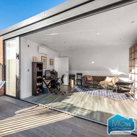 Rent this 5 bed house on Mawson Mansions in Grand Avenue, London N10 3BD