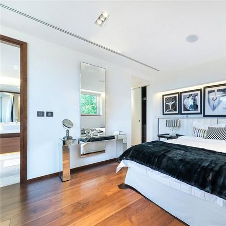 Rent this 3 bed apartment on Atrium Apartments in 131 Park Road, London NW8 7JS