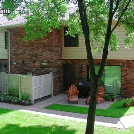 Rent this 2 bed townhouse on Medicine Lake in Peninsula Road, Medicine Lake