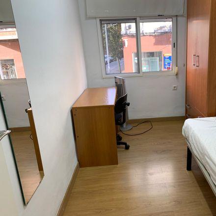 Rent this 3 bed room on Avinguda de la Constitució in 247, 46019 València