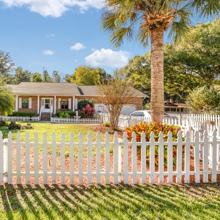 Rent this 3 bed house on SE Sunset Harbor Rd in Weirsdale, FL