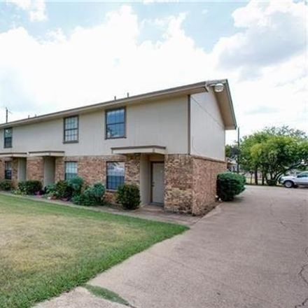 Rent this 2 bed duplex on 513 South Beverly Street in Crowley, TX 76036
