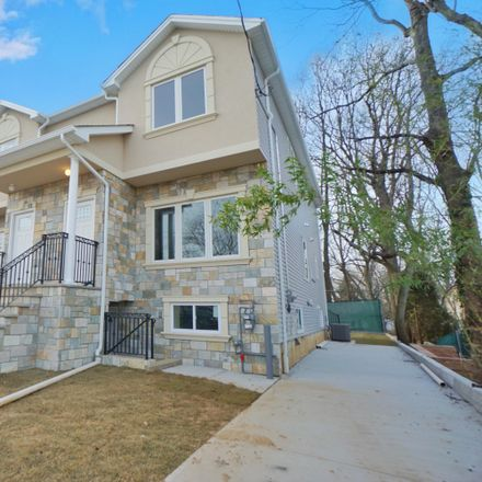 Rent this 3 bed house on 18 Leason Place in New York, NY 10314