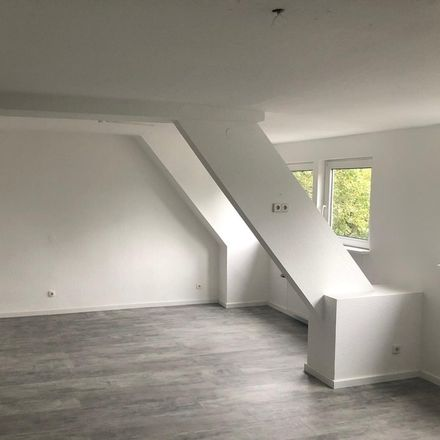 Rent this 2 bed apartment on Reinarzstraße 52 in 47805 Krefeld, Germany