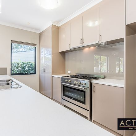 Rent this 4 bed house on 121a Samson Street