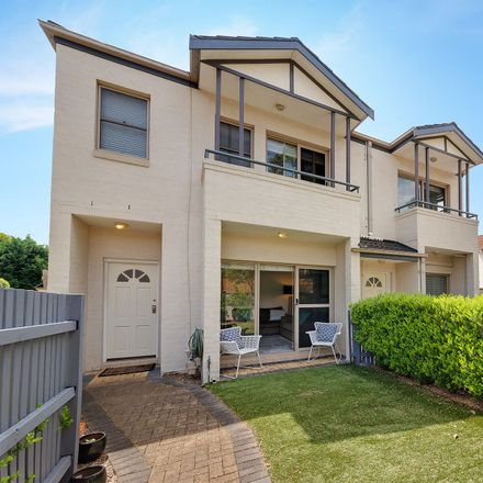 Rent this 3 bed townhouse on 1/66 Hampden Road