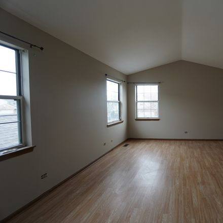 Rent this 3 bed townhouse on 61 King Drive in Streamwood, IL 60107