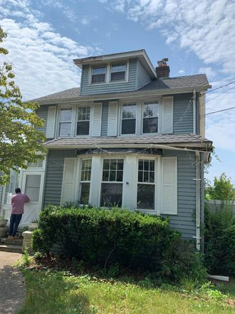 Rent this 5 bed apartment on Lakeview Avenue in Lynbrook, NY 11563