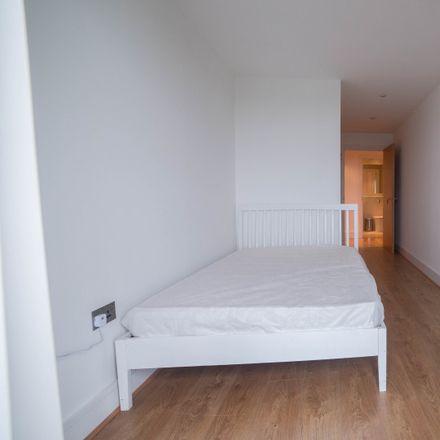 Rent this 3 bed apartment on Chrisp Street Health Centre in Chrisp Street, London E14 6GG