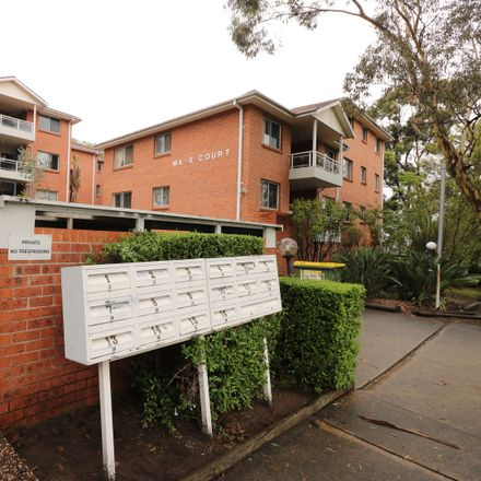 Rent this 3 bed apartment on 15/59 Brancourt Ave