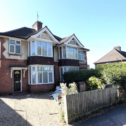 Rent this 3 bed house on Supertyres in Belper Road, Luton LU4 8QW