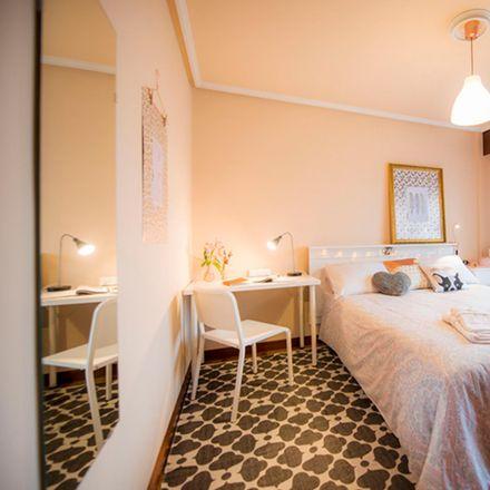 Rent this 3 bed room on Parroquia Nuestra Señora de Covadonga in Jardines Solokoetxe, 48006 Bilbao