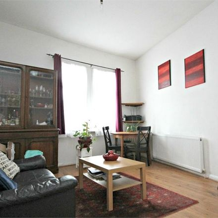 Rent this 2 bed apartment on Dollis Hill in Chapter Road, London NW2 5LY