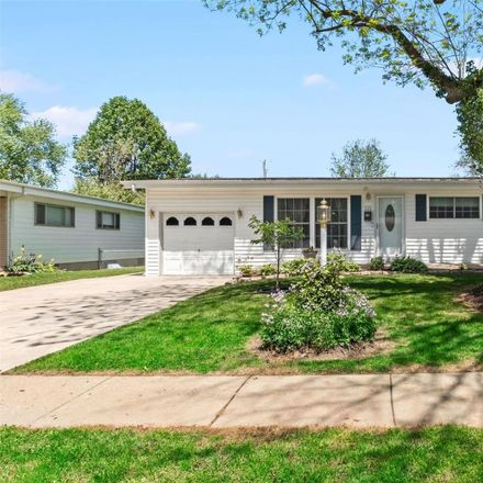 Rent this 3 bed house on 525 Versailles Drive in Florissant, MO 63031