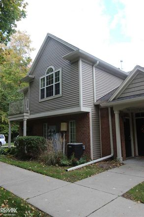 Rent this 2 bed condo on N Woods Dr in Utica, MI