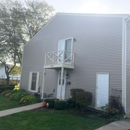 Rent this 2 bed townhouse on 1675 Monticello Court in Wheaton, IL 60189
