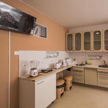 Rent this 20 bed room on didatic by edicare in Avenida Praia da Vitória 75, 1050-120 Lisbon