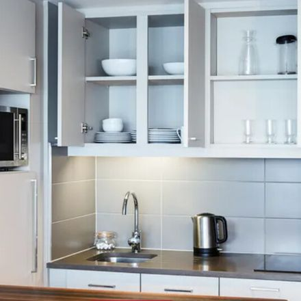 Rent this 1 bed apartment on 231 Canongate in Edinburgh EH8 8DQ, Reino Unido