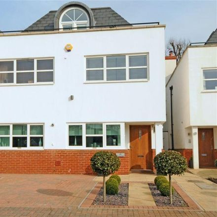Rent this 5 bed house on Surrey Close in London N3 3EF, United Kingdom