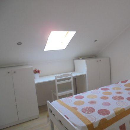 Rent this 6 bed room on R. da Costa in 2825-450 Costa da Caparica, Portugal