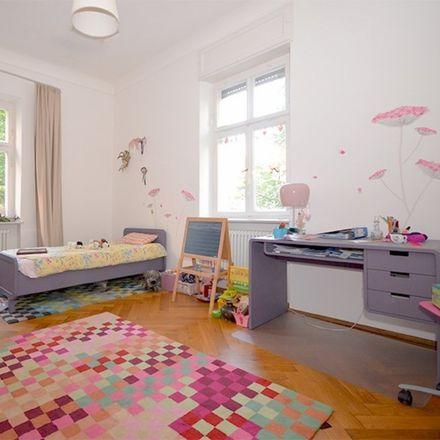 Rent this 6 bed apartment on Freie Evangelische Gemeinde München-Mitte in Mozartstraße, 80336 Munich