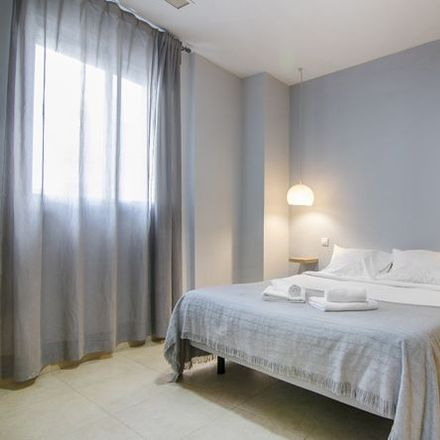 Rent this 2 bed apartment on Carrer de l'Hedra in 46001 Valencia, Spain