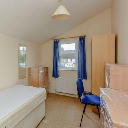 Rent this 5 bed house on Hinksey Splash Park in Chilswell Road, Oxford OX1 4PU