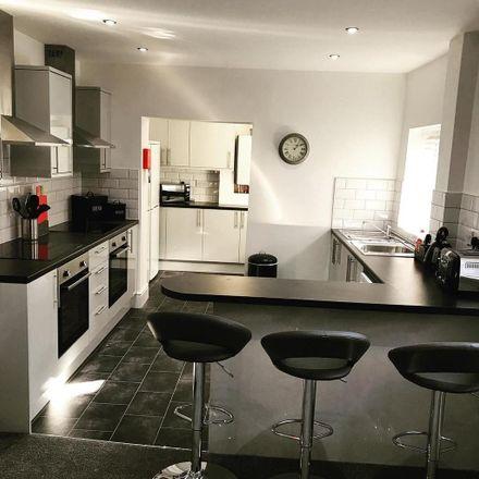 Rent this 6 bed room on June Street in Tameside OL6 7RF, United Kingdom
