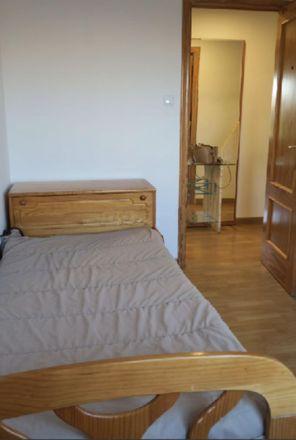 Rent this 3 bed room on Carrer Fernanda Santamaría in 12, 03201 Elx / Elche