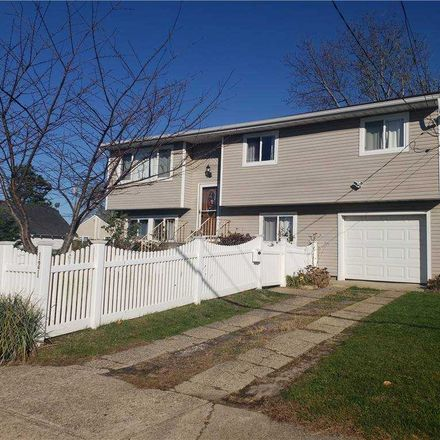 Rent this 5 bed house on 121 Doges Promenade in Lindenhurst, NY