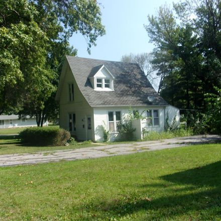 Rent this 2 bed house on 40 North Head Street in Carthage, IL 62321