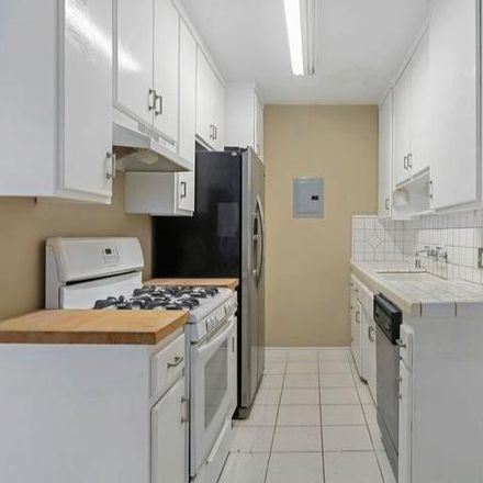 Rent this 1 bed condo on 15th Court in Santa Monica, CA 90403