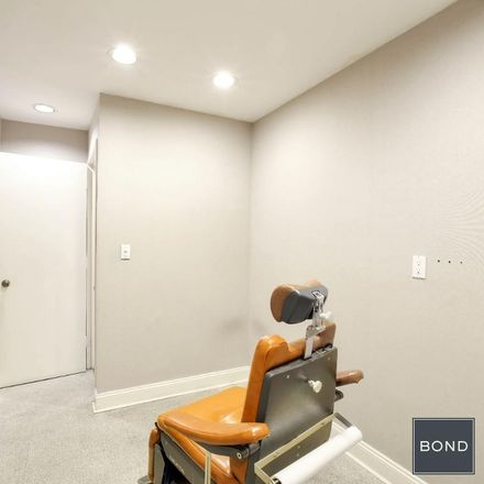 Rent this 3 bed apartment on 124 East 72nd Street in New York, NY 10021