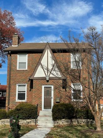 Rent this 3 bed house on 7279 Northmoor Drive in University City, MO 63105