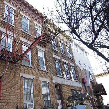 Rent this 16 bed townhouse on 7th Ave in Brooklyn, NY
