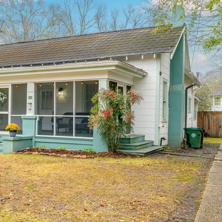 Rent this 3 bed house on 408 Court Street in Hattiesburg, MS 39401