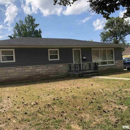 Rent this 3 bed house on 705 North Maple Street in Benton, IL 62812