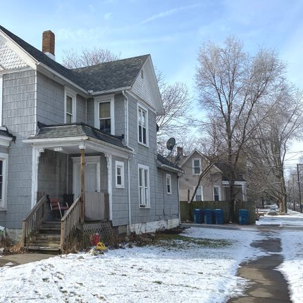 Rent this 3 bed duplex on 1103 South Washington Avenue in Kankakee, IL 60901