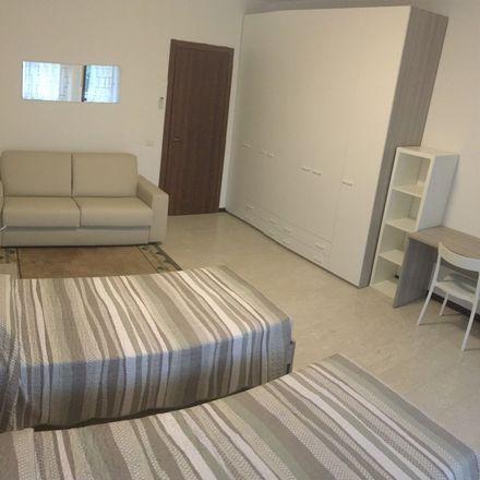Rent this 3 bed room on Via Luigi Pellizzo in 35, 35128 Padova PD