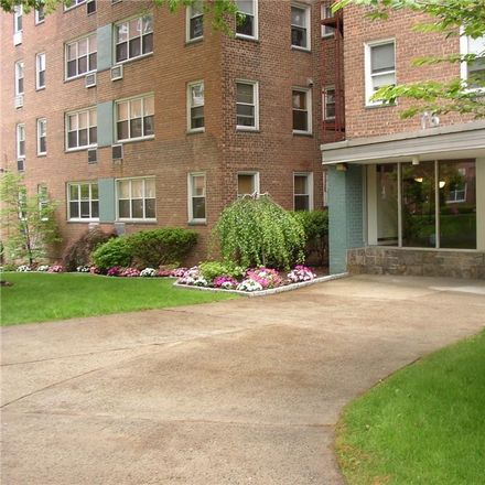Rent this 1 bed condo on 76 Dehaven Drive in Yonkers, NY 10703