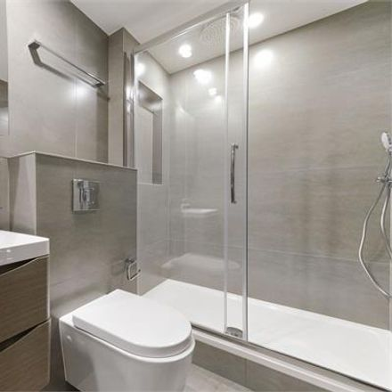 Rent this 3 bed apartment on KFC in Finchley Road, London NW3 6JA