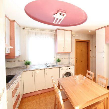 Rent this 4 bed room on Urban spa in Avenida de Oporto, 28001 Madrid