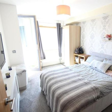 Rent this 2 bed apartment on PC World in Wimpole Close, London BR2 9JF